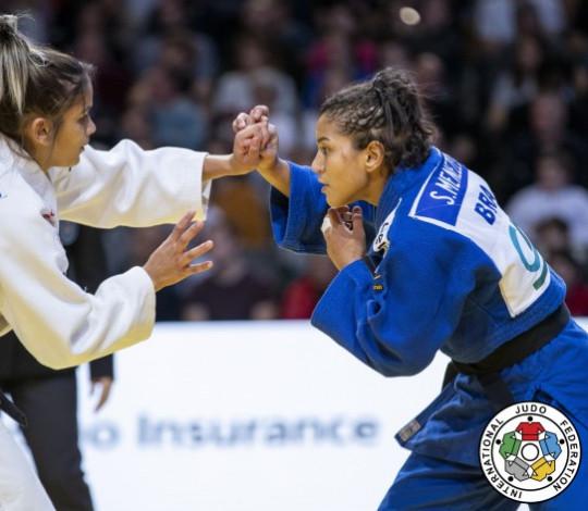 Sarah Menezes encerra Grand Slam de Paris na quinta colocação