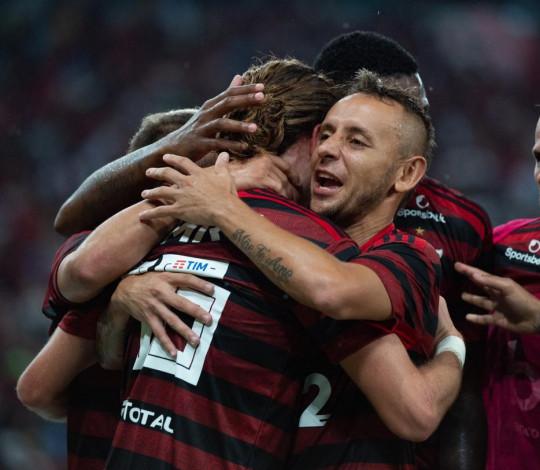 Flamengo vence o Fluminense por 3 a 2 e garante vaga na final da Taça Guanabara