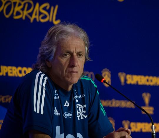 Jorge Jesus destaca  evolução da equipe