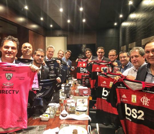 Diretorias de Flamengo e Independiente del Valle se reúnem antes do primeiro jogo da final da Recopa