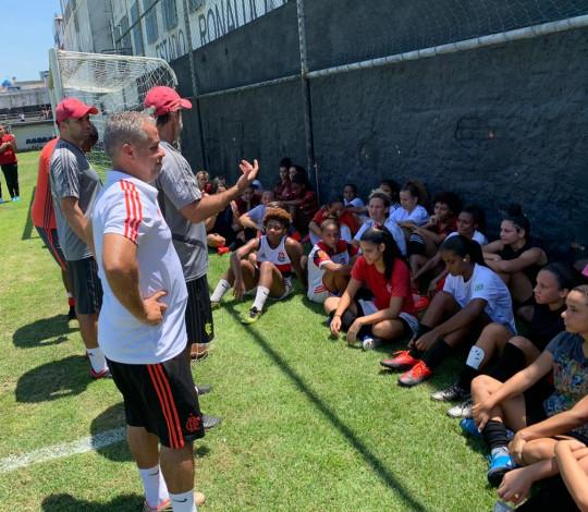 Flamengo pré-seleciona 14 atletas em peneira para categorias Sub-16 e Sub-18