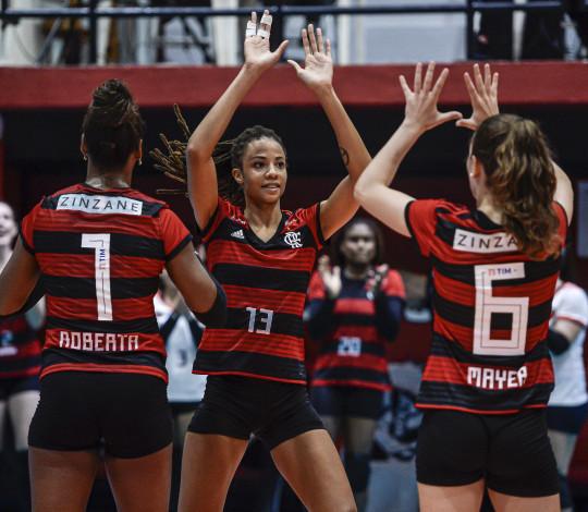 Flamengo vence o Curitiba pela Superliga por 3 sets a 0