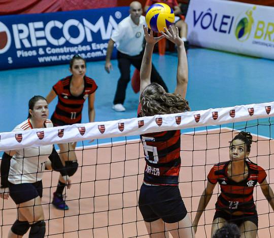 FlaVôlei busca segunda vitória consecutiva contra o Praia Clube