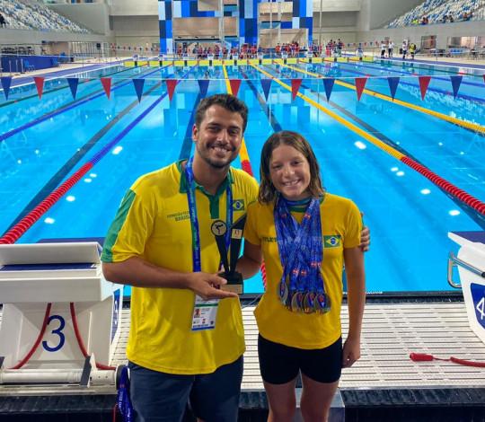 Isabella Toniolo conquista o prêmio de atleta mais eficiente da Copa UANA de Natação