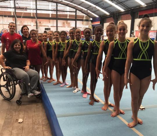 Jade Barbosa participa de treino com jovens atletas da ginástica artística do Flamengo