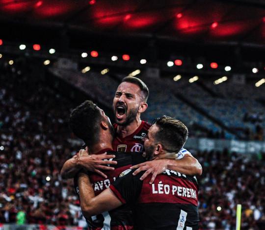 Flamengo vence o Barcelona (EQU) por 3 a 0, no Maracanã