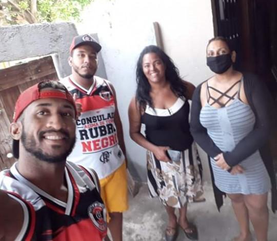 Consulado Acima de Tudo Rubro-Negro faz doação de alimentos e fundos para tratamento de câncer