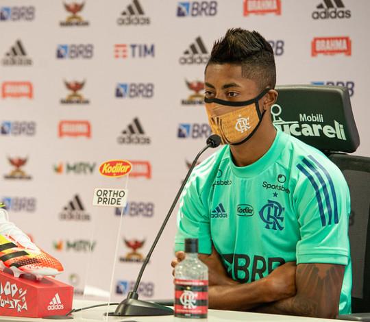 Bruno Henrique concede entrevista antes da decisão da Taça Rio