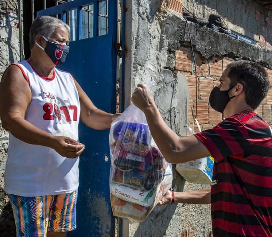 """No Dia da Caridade, """"Nação Solidária"""" beneficia mais 50 famílias"""