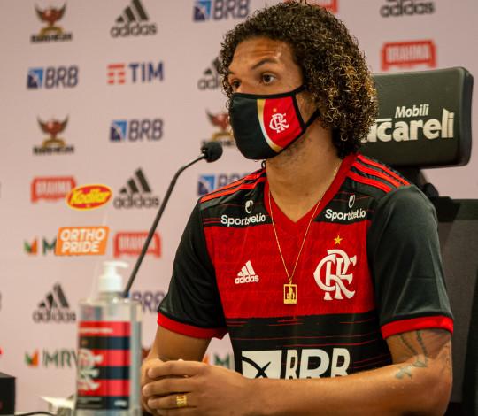 Às vésperas da estreia no Brasileirão, Willian Arão concede coletiva no Ninho do Urubu