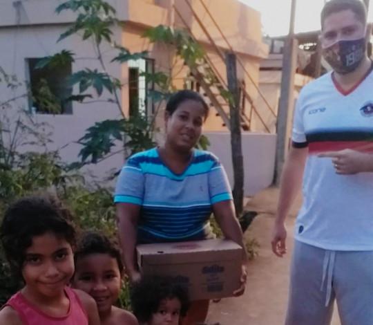 Consulado Nação Marapé entrega caixas de leite e fraldas a famílias afetadas pela pandemia