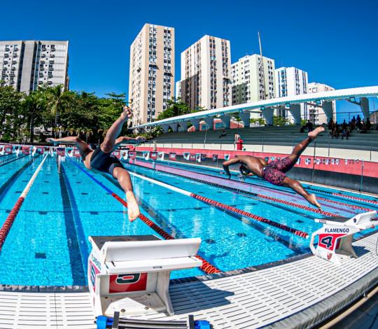 Tomada de tempo oficial promove disputa entre nadadores rubro-negros na Gávea