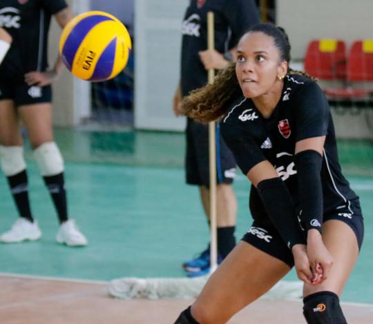 Capitã do Sesc RJ Flamengo, Amanda coleciona títulos brasileiros e internacionais
