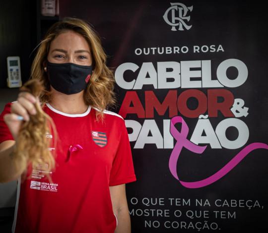 Pelo Outubro Rosa, Flamengo promove doação de cabelos para pacientes com câncer