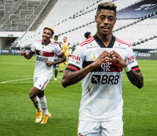 Fora de casa, Mengão tem grande atuação e goleia o Corinthians por 5 a 1