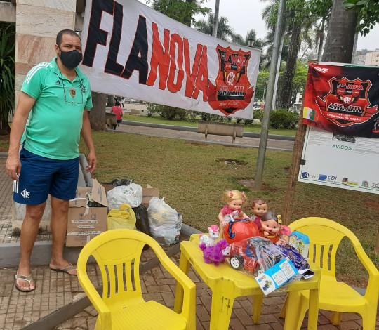 Embaixada Flanova distribui centenas de brinquedos em campanha de Dia das Crianças