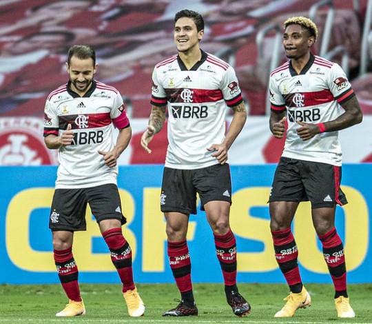 Com gol no fim, Flamengo empata com o Internacional por 2 a 2 em jogo eletrizante