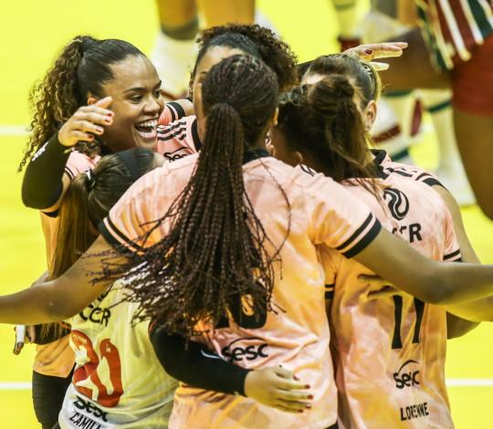 Sesc RJ Flamengo vence o Fluminense e se garante na semifinal do Troféu Super Vôlei    