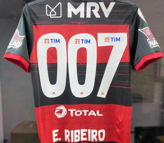 Em memória do eterno 007, Flamengo homenageia Sean Connery no Manto de Everton Ribeiro