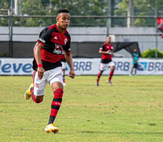 Sub-20 goleia o Santos fora de casa e entra na zona de classificação do Campeonato Brasileiro