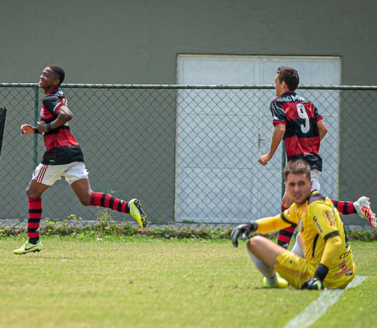 Flamengo vence o Macaé por 2x1 e garante a classificação para as quartas de final da Taça Rio Sub-20