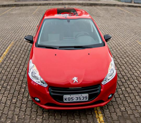 Flamengo realiza leilão de carro personalizado com cores e escudo do Mais Querido