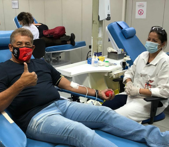Ídolos do Flamengo Adílio, Nunes, Mozer, Andrade e Juan doam sangue no Hemorio