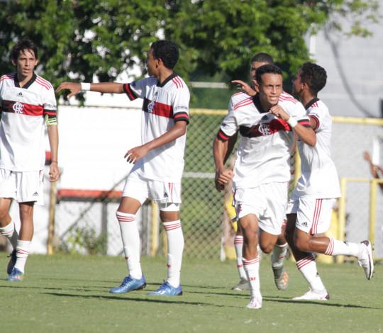 Sub-17 termina a primeira fase do Brasileirão vencendo o Vitória no Barradão