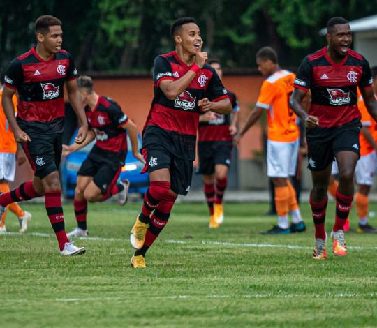 Flamengo vence o Nova Iguaçu por 1 a 0 e garante classificação para as semifinais da Taça Rio Sub-20