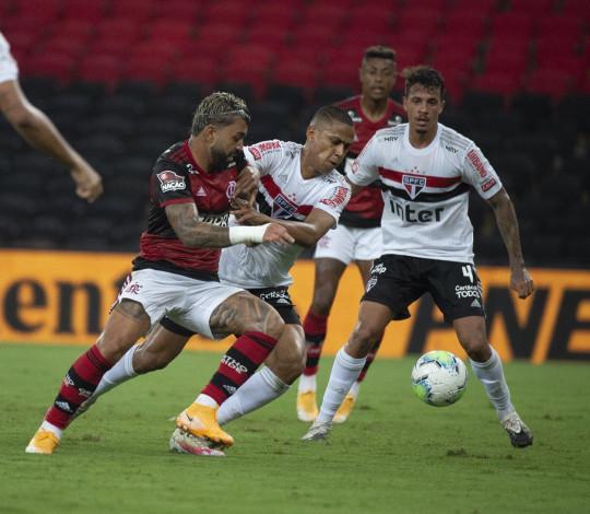 Flamengo perde para o São Paulo por 2 a 1 no primeiro jogo das quartas da Copa do Brasil