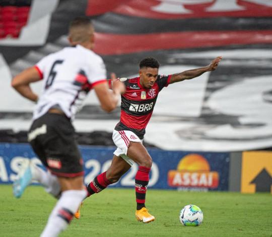 Flamengo empata com o Atlético-GO por 1 a 1 no Maracanã