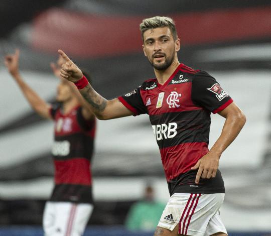 Flamengo tem grande atuação e vence o Coritiba por 3 a 1, no Maracanã