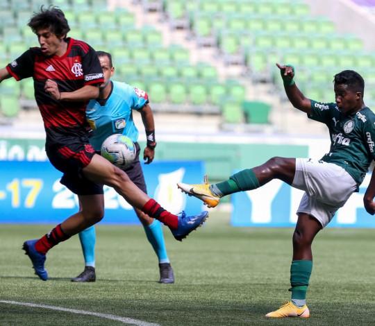 Flamengo empata com o Palmeiras por 1 a 1 e avança de fase no Brasileiro Sub-17