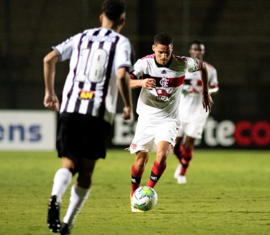 Flamengo perde para o Atlético Mineiro por 2 a 1 fora de casa