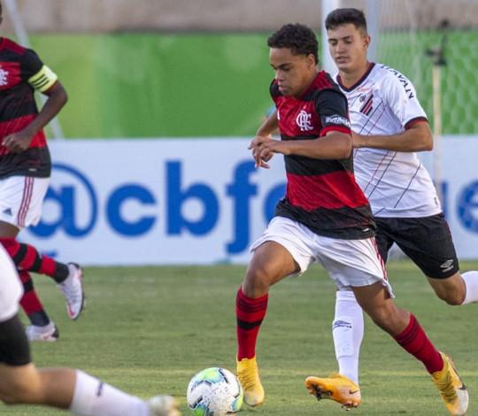 Sub-17 empata com o Athletico PR na partida de ida da semifinal do Campeonato Brasileiro