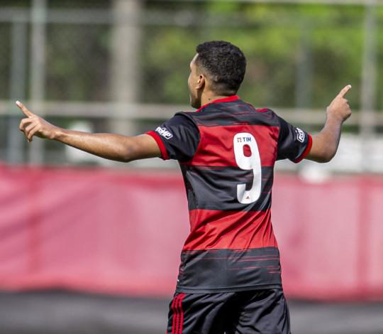 Sub-17 goleia o Maranhão por 8x0 e bota os dois pés nas quartas de final da Copa do Brasil