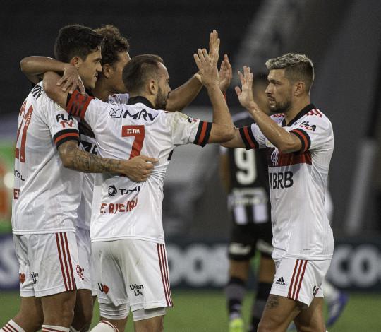 Flamengo vence o Botafogo, no Nilton Santos, por 1 a 0