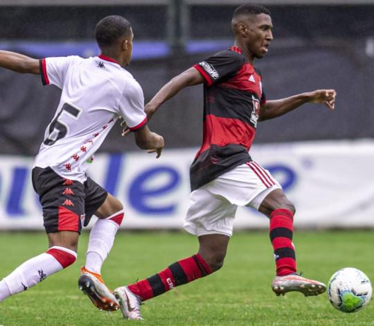 Sub-20 perde para o Vitória, mas se mantém na zona de classificação do Campeonato Brasileiro