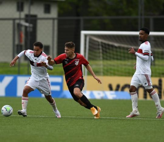 Flamengo perde para o Athletico-PR por 2 a 0 e se despede do Brasileiro Sub-17