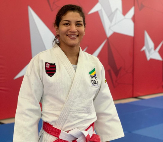 Campeã olímpica Sarah Menezes recebe o 6° Dan (Kodansha)