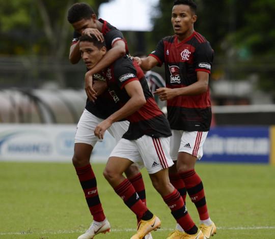 Flamengo vence o Fluminense por 3 a 1 e larga na frente nas quartas de final do Brasileiro Sub-20