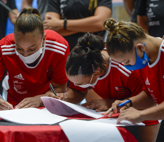 Flamengo renova contrato de estrelas da ginástica artística