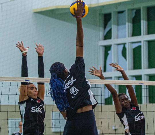 Sesc RJ Flamengo recebe o Pinheiros pela Superliga feminina de vôlei