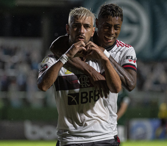 Atuando fora de casa, Flamengo faz 3 a 0 e vence o Goiás pelo Brasileirão