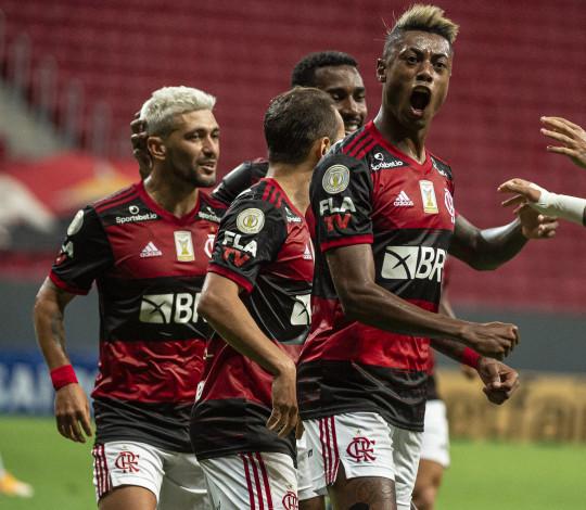 Mengão vence o Palmeiras por 2 a 0 no Mané Garrincha, em Brasília