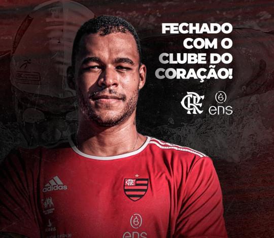 Rubro-negro de coração, Matheus Santana chega às piscinas da Gávea