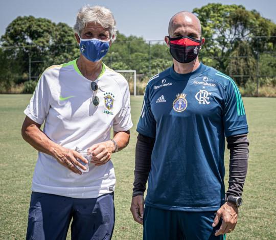 Pia Sundhage acompanha treino do Flamengo no CEFAN