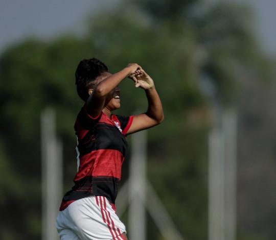 Flamengo goleia Botafogo por 6 a 0 e encaminha classificação no Brasileirão Sub-18