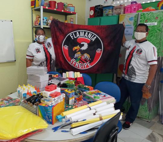 Consulado Flamania Sergipe faz entrega de material escolar