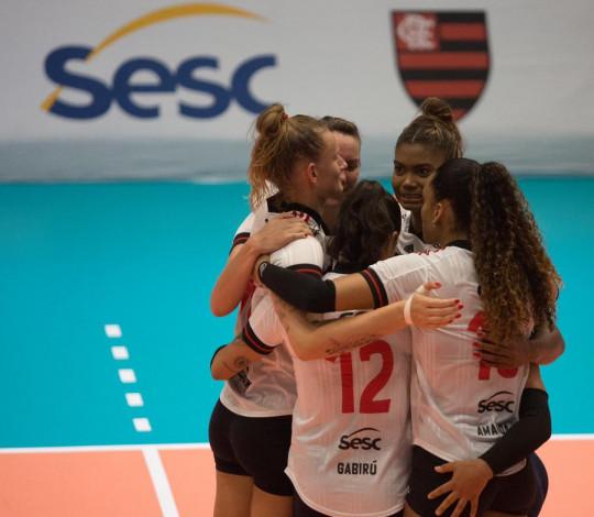 Sesc RJ Flamengo vence o Curitiba Vôlei pela Superliga feminina de vôlei
